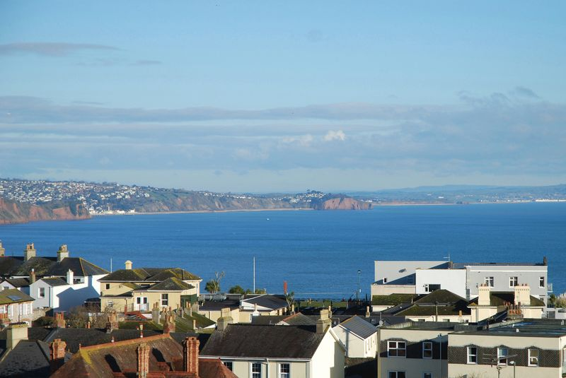 2 Bedrooms Property for sale in Lyme View Road Babbacombe, TORQUAY