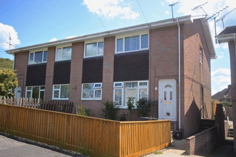 2 Bedrooms Property for sale in Harveys Close Maiden Newton, Dorchester