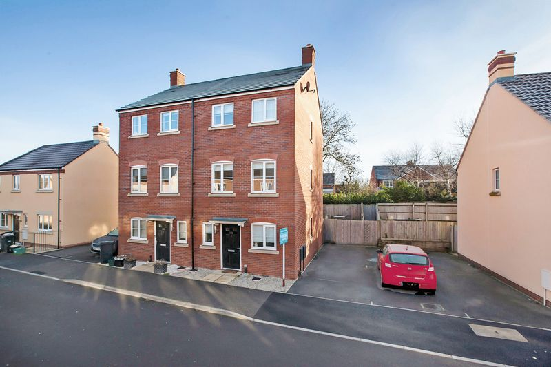 4 Bedrooms Property for sale in Grove Gate, Taunton