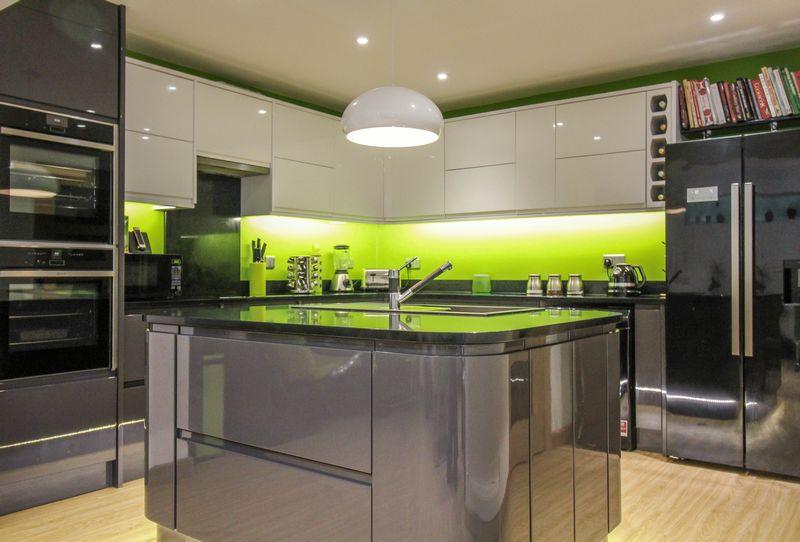 3 Bedrooms Property for sale in Hawkeridge, Westbury