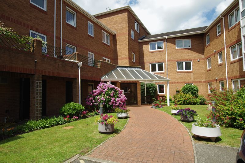1 Bedroom Property for sale in Church Road, Newton Abbot