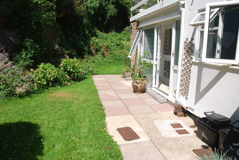 2 Bedrooms Property for sale in Wesley Close Barton, Torquay
