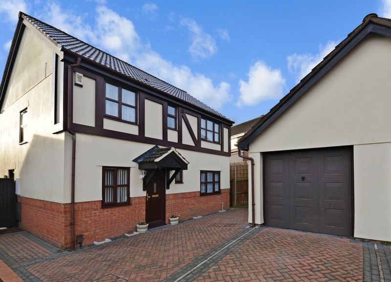 4 Bedrooms Property for sale in Little Hayes, Kingsteignton