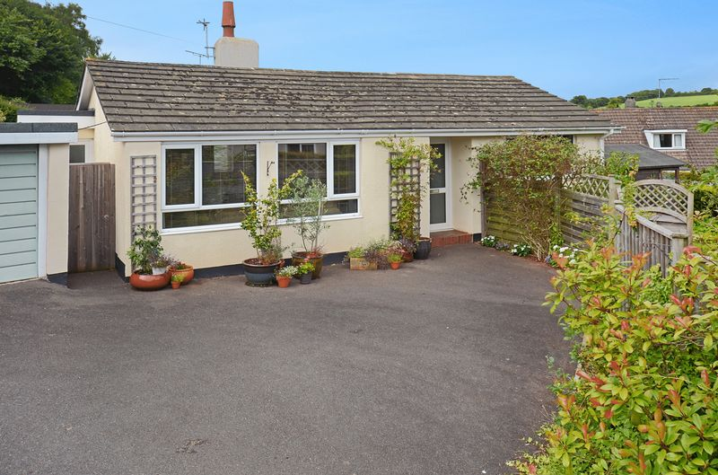 3 Bedrooms Property for sale in Odlehill Grove Abbotskerswell, Newton Abbot