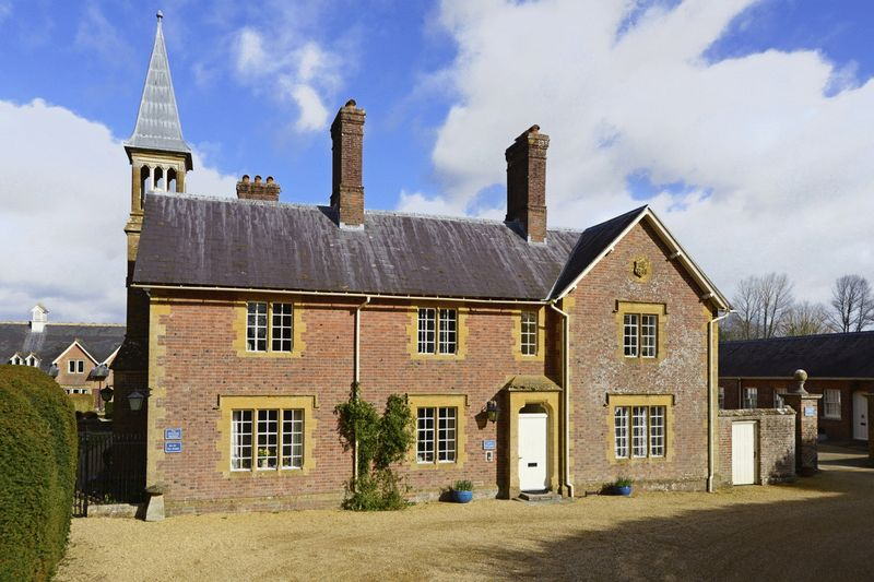 2 Bedrooms Property for sale in The Stables, Walpole Court Puddletown, Dorchester