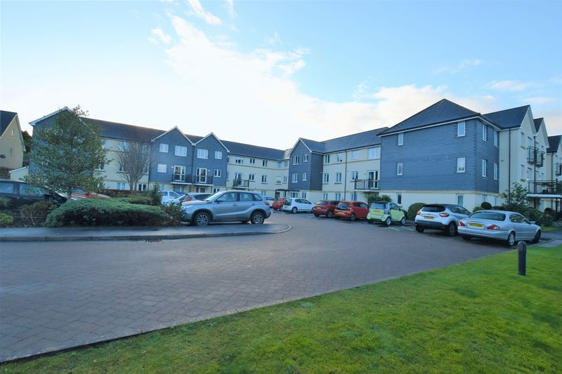 2 Bedrooms Property for sale in Abbey Rise, Tavistock