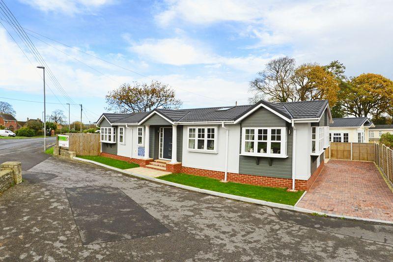 2 Bedrooms Property for sale in Corfe Road Stoborough, Wareham