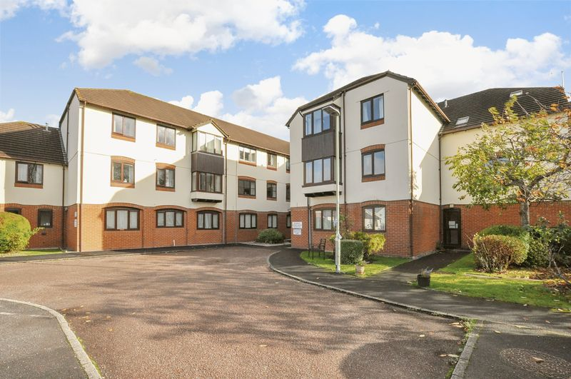 2 Bedrooms Property for sale in Hameldown Way, Newton Abbot
