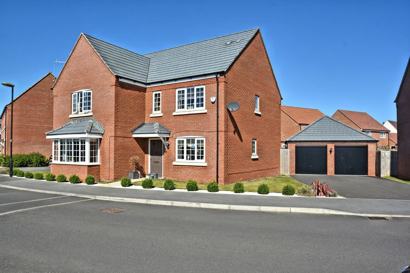 5 Bedrooms Property for sale in Chilton Field Way, Chilton, Didcot