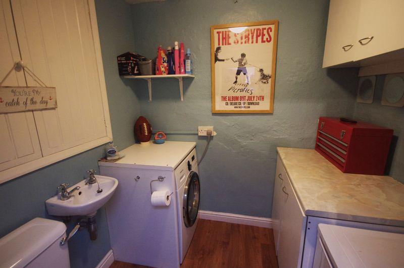 Utility Room / En-Suite Cloakroom