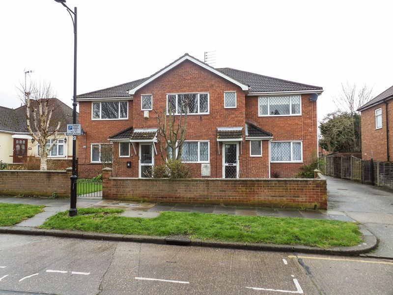 25 Queen Annes Drive Westcliff On Sea