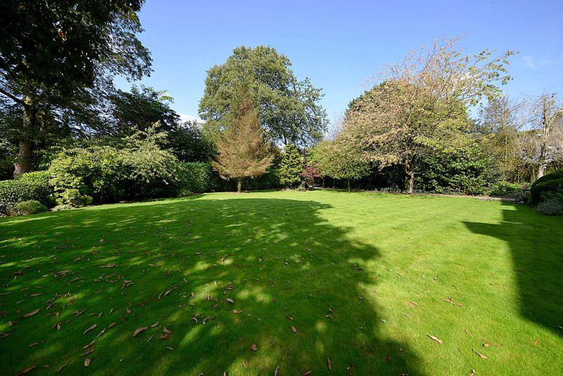 Kirklee, Green Walk