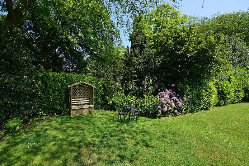 Dunham Lawn, Bradgate Road