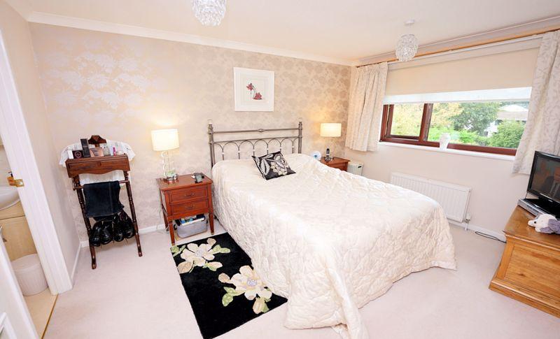 Principal bedroom with en suite