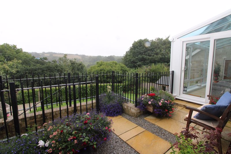 Landscaped raised terrace