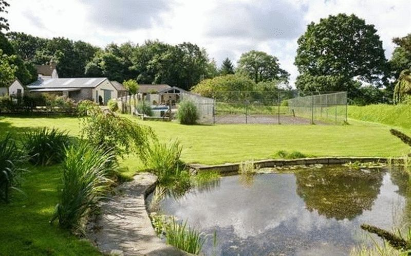 Pond towards barn and tennis court