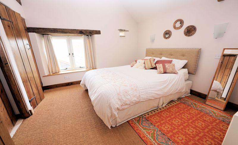 Principal bedroom (en suite)