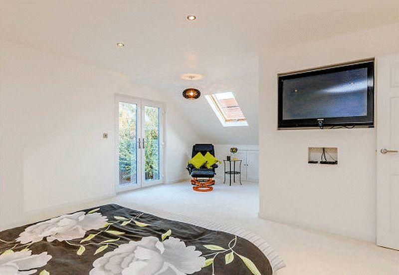 Stunning principal bedroom
