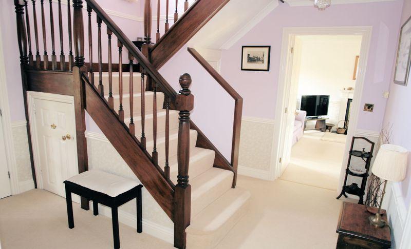 Half return staircase