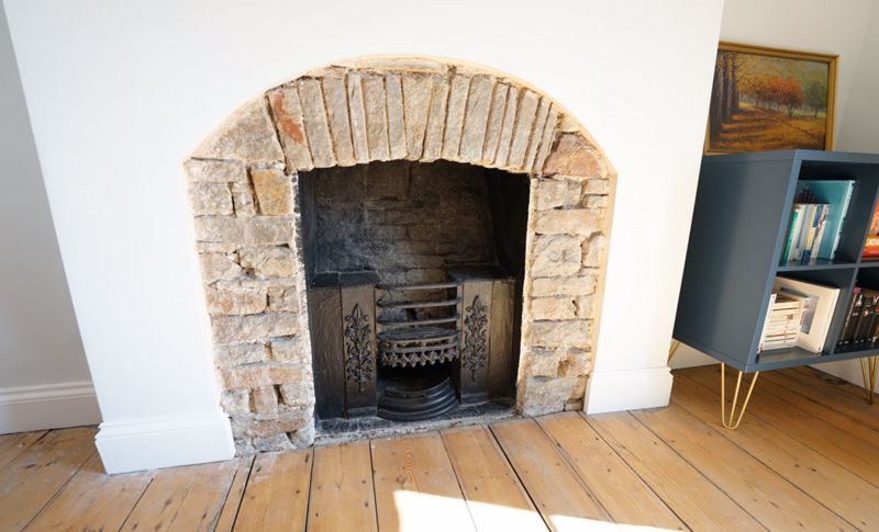 Georgian ducks nest fireplace