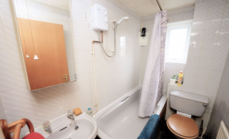 Bath and shower over