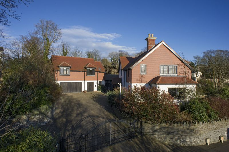 1 Ballanard Woods, Ballanard Road