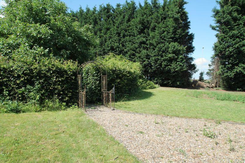 Saltney Gate