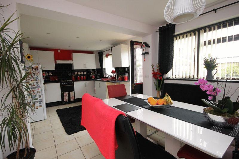 4 Bedrooms Property for sale in Morton Avenue, Kidlington