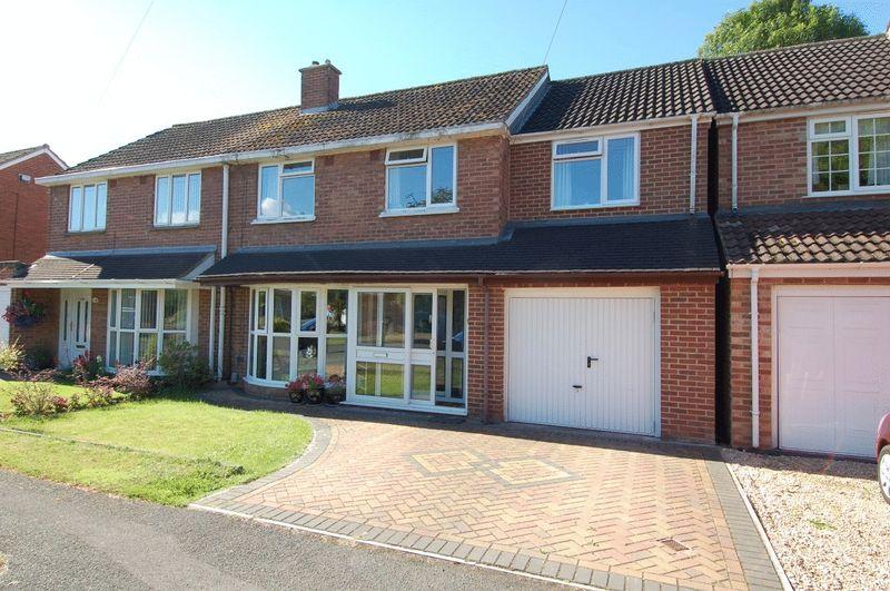 4 Bedrooms Property for sale in Croft Avenue, Kidlington