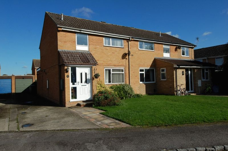3 Bedrooms Property for sale in Cherry Close, Kidlington