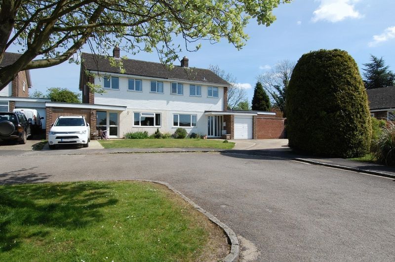 4 Bedrooms Property for sale in Balliol Close, Tackley
