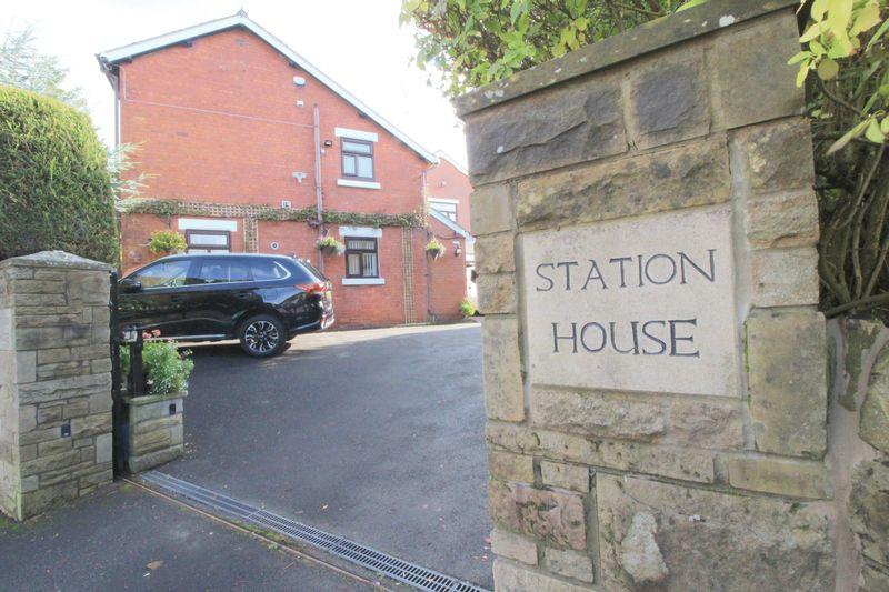 Station Road Hadfield