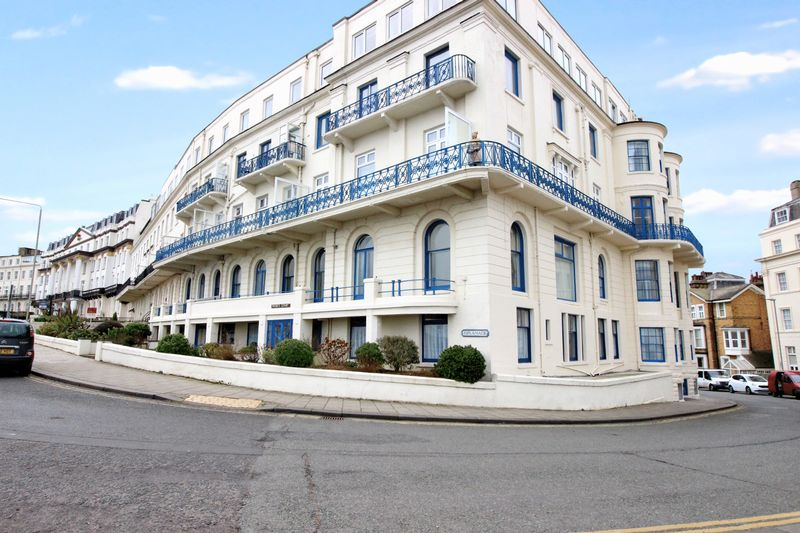 2 Bedrooms Property for sale in Wessex Court, 1-3 Esplanade, Scarborough