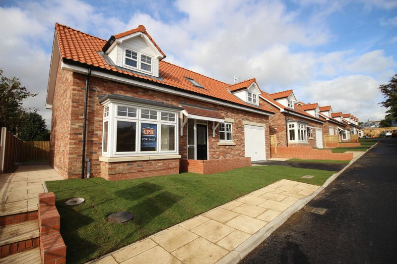 3 Bedrooms Property for sale in The Paddock Racecourse Road, East Ayton, Scarborough