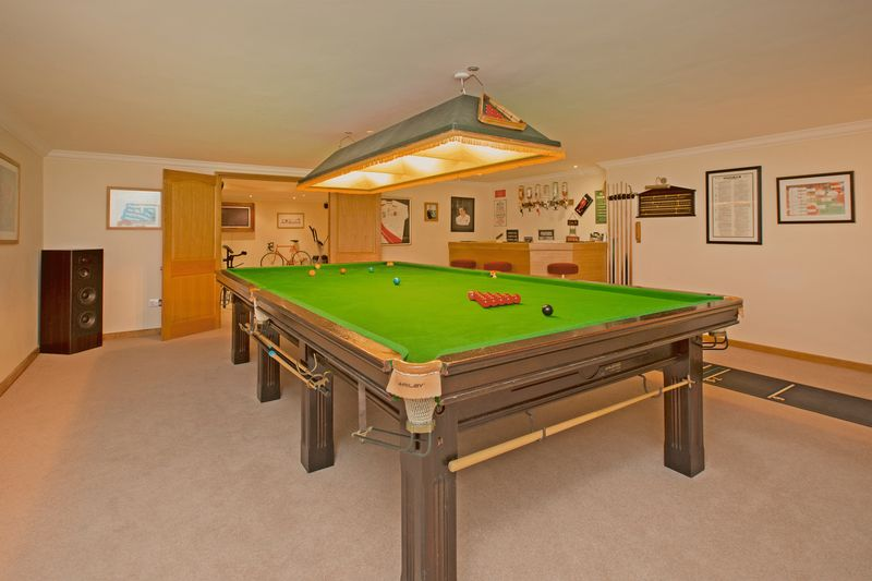 snooker/entertainment room