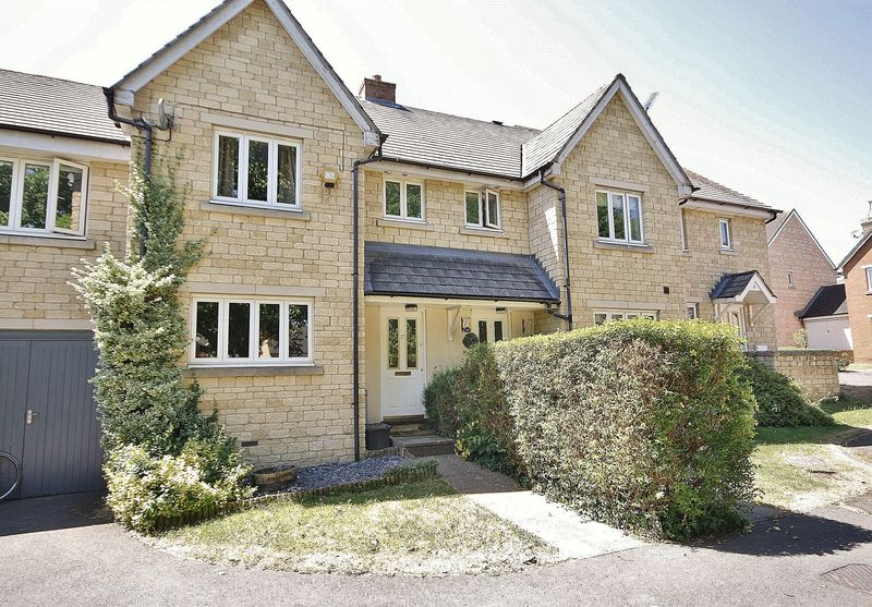 3 Bedrooms Property for sale in Walnut Close, Witney