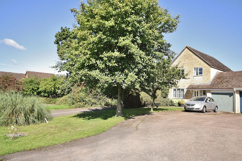 3 Bedrooms Property for sale in Eton Close, Witney