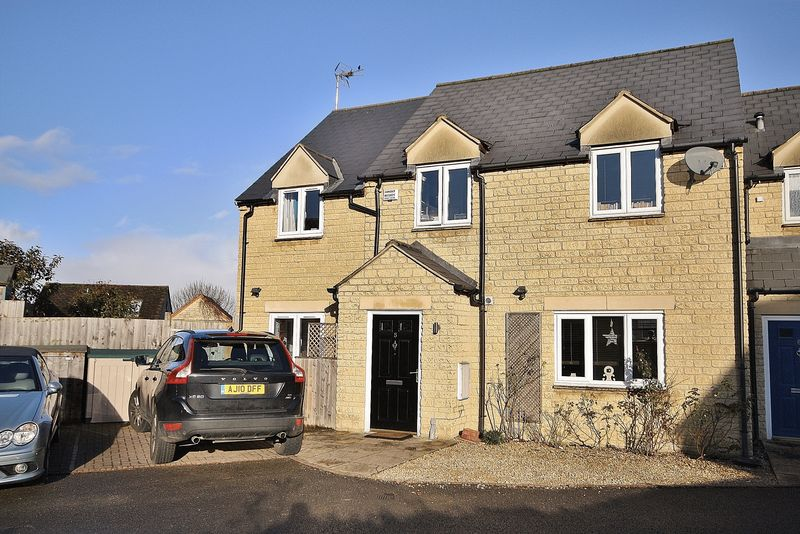 4 Bedrooms Property for sale in Cooper Mews, Witney