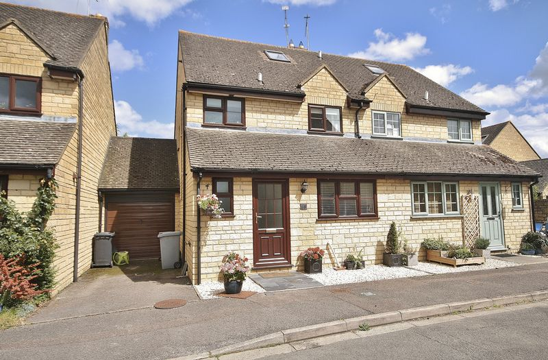 4 Bedrooms Property for sale in Newland Mill, Witney