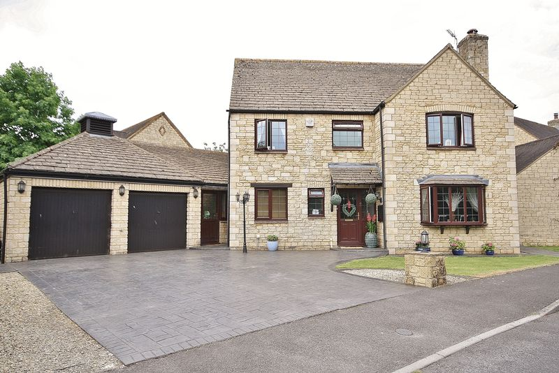 4 Bedrooms Property for sale in Stanway Close, Witney