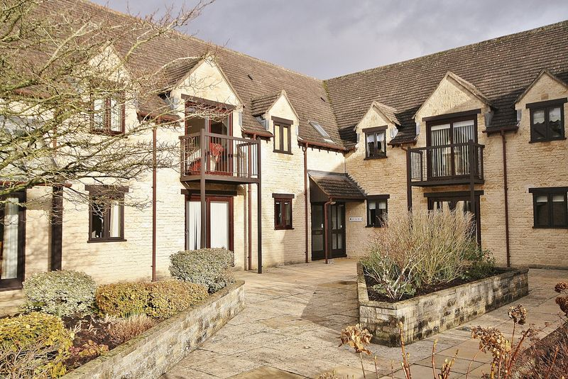 2 Bedrooms Property for sale in Swinbrook Court, 70 Langdale Gate, Witney