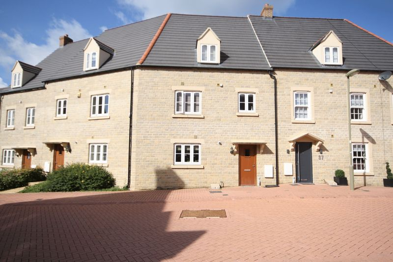3 Bedrooms Property for sale in Buttercross Lane, Witney