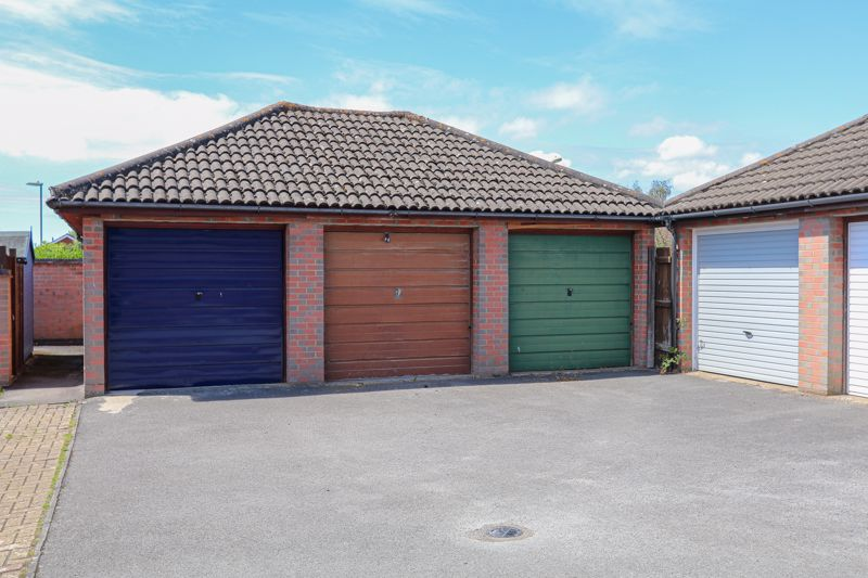 Garage (Middle One)