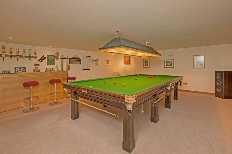 snooker/entertainments room