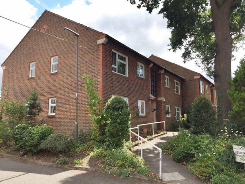 Halleys Court Goldsworth Park