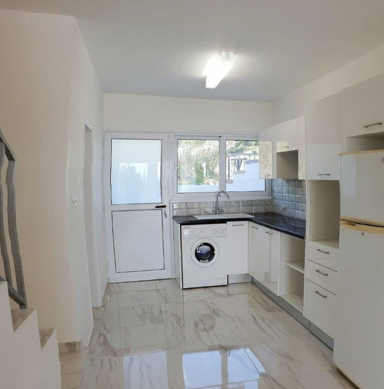 Fully Fitted Modern Kitchen with Access to Garden