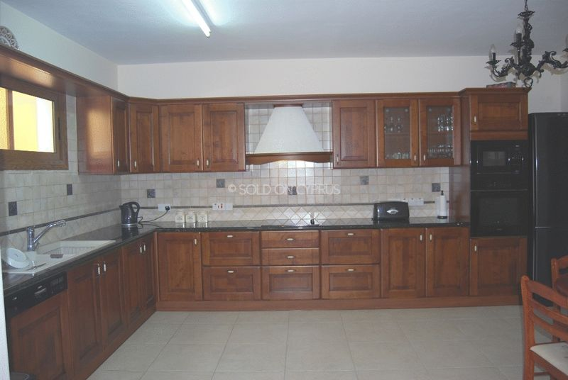 Fully Fitted Separate Kitchen