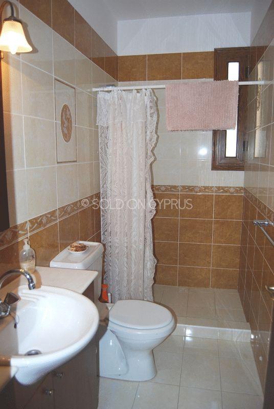En-Suite Shower to Entrance Level Bedroom