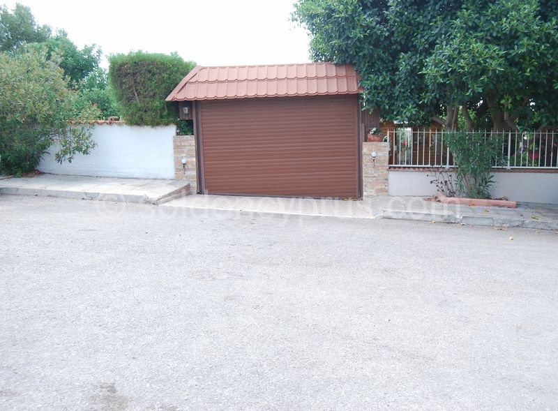 Double Length Garage with Electric Roll Up Door