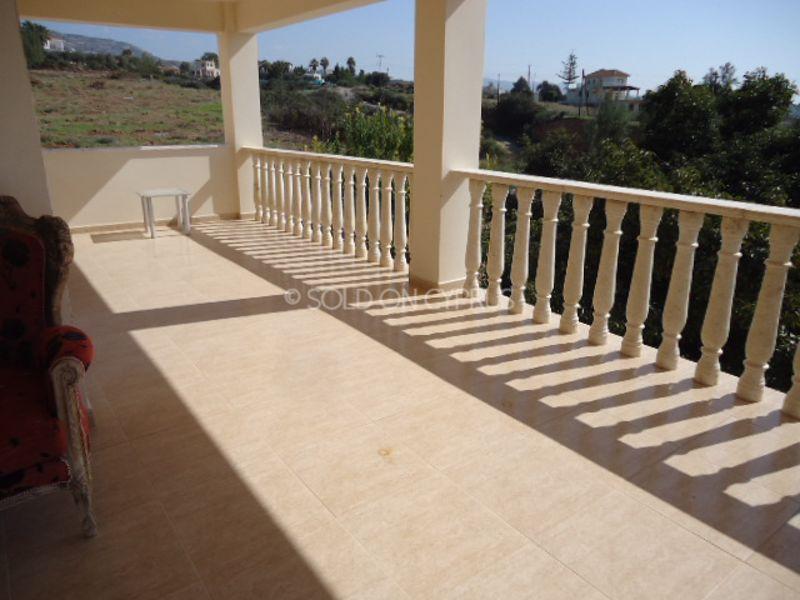 Upstairs-balcony-right